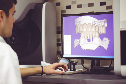 a staff member reviewing 3D imaging from Platte Valley Dental Care